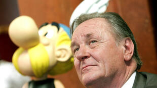 FILE PHOTO: Albert Uderzo, the artist of all thirty-three Asterix adventures and story writer of the last nine books, sits next to a model of Asterix during a news conference in Brussels September 22, 2005.