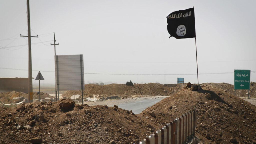 Un drapeau du groupe État islamique à Rashad, en Irak, le 11 septembre 2014.