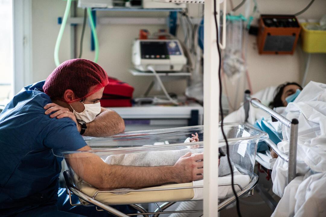 France maternity ward covid-19
