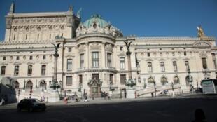 Du haut de ses vénérables 350 ans, l'Opéra de Paris peut se targuer d'être non seulement le doyen des théâtres lyriques au monde mais aussi l'un des plus modernes en matière d'audace artistique