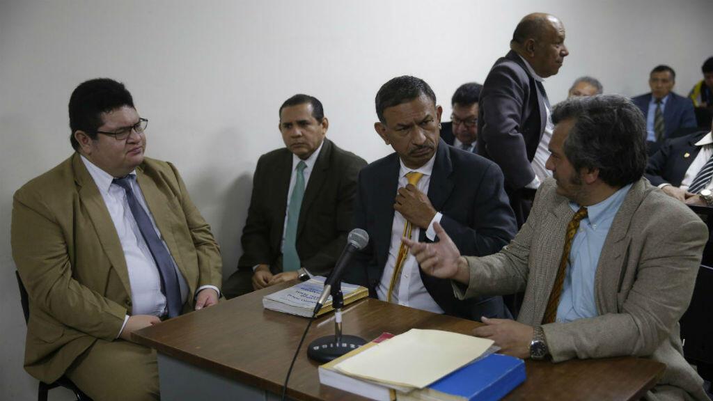Un equipo de abogados defensores de militares implicados en la masacre El Mozote durante una audiencia, en San Salvado, El Salvador, el 1 de noviembre de 2019.