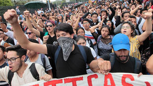 Decenas de jóvenes se manifestaron en las instalaciones de la Universidad Nacional Autónoma de México (UNAM) para protestar contra la violencia hacia la comunidad estudiantil y condenar la agresiones de los grupos de choque, que dejaron al menos 13 heridos el pasado lunes 3 de septiembre.