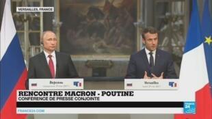 Vladimir Poutine et Emmanuel Macron, lundi à Versailles.