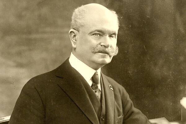 """Le colonel Yves Picot, premier président de l'association des """"Gueules Cassées""""."""