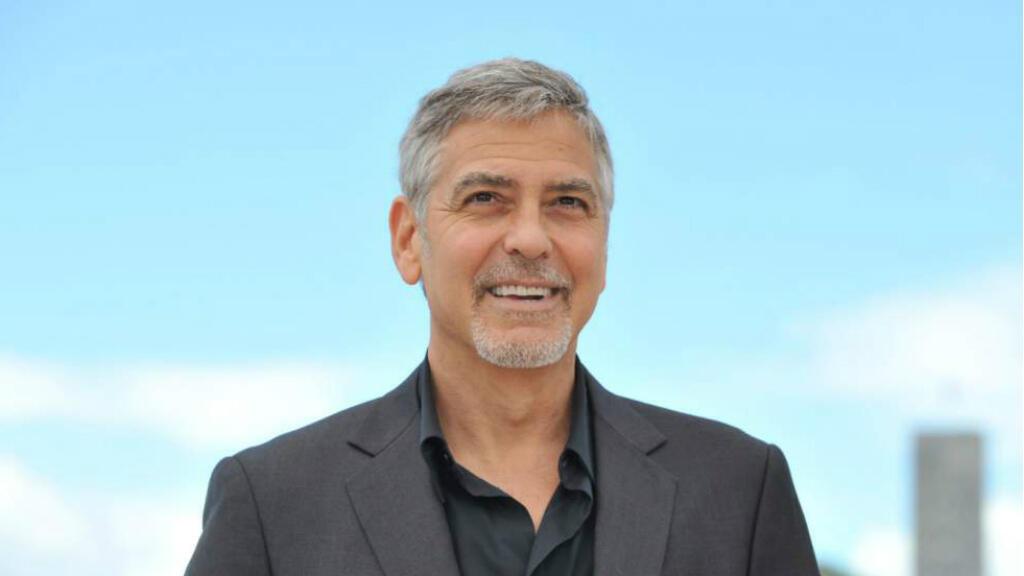 George Clooney a investi des millions de dollars dans le Satellite Sentinel Project surveiller Omar el-Béchir au Soudan.