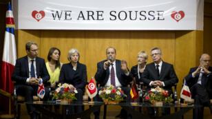 Le ministre de l'Intérieur tunisien, Najem Gharsalli, entouré de ses homologues allemand, britannique et français, lundi 29 juin, à Port El Kantaoui.