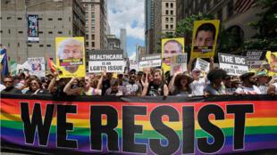 Laa Gay Pride est une véritable institution à New York, où le mouvement pour les droits des homosexuels est né après les émeutes de Stonewall en 1969.