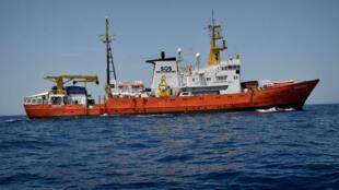 'L'Aquarius', bateau humanitaire de Médecins sans frontières, sur la Méditerranée, en mai 2018.