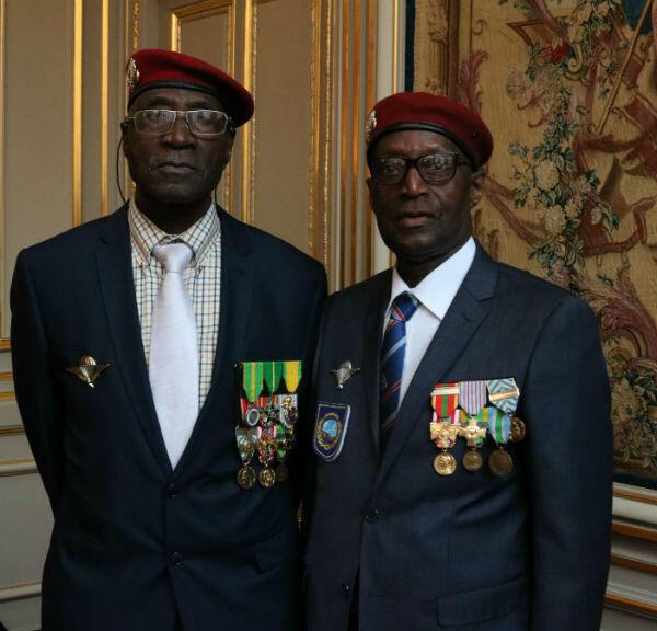 Daouda Faye Badji (D) et son grand frère Ousmane Badji (G), ont combattu cinq ans ensemble pour la France en Algérie.