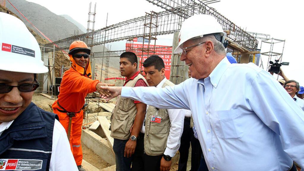 El entonces presidente de Perú, Pedro Pablo Kuczynski, penalizó a Odebrecht en 2017 y lo acusó de incumplir el contrato.