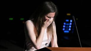 Amanda Knox llora mientras habla en el Festival de Justicia Criminal de Módena, Italia, el 15 de junio de 2019.
