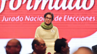 La exalcaldesa de Lima Susana Villarán durante un debate el 28 de septiembre de 2014 en la capital peruana.