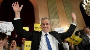 زعيم حزب الخضر ألكسندر فان دير بيلين الفائز في الانتخابات