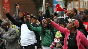 Le 1er mai 2015, les habitants de Baltimore célèbrent la décision du procureur Mosby de poursuivre six policiers après l'enquête sur la mort de Freddie Gray.