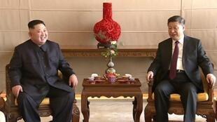 Le dirigeant nord-coréen Kim Jong-un et le président chinois Xi Jinping, le 9 janvier 2019 à Pékin.