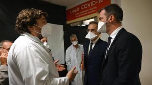 Le ministre de la Santé Olivier Véran en visite à l'hôpital de La Timone à Marseille, le 25 septembre 2020