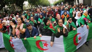 2019-11-22T162738Z_1587663366_RC2GGD9RRSWH_RTRMADP_3_ALGERIA-PROTESTS