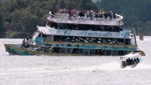 Le bateau de tourisme El Almirante a coulé en quelques minutes sur le lac de Guatapé.