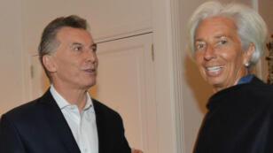 El presidente de Argentina, Mauricio Macri, da la bienvenida a Christine Lagarde, Directora del Fondo Monetario Internacional (FMI), en la Residencia Presidencial Olivos en Buenos Aires, Argentina el 20 de julio de 2018.