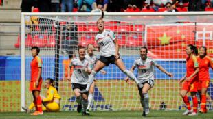 Giulia Gwinn celebra el gol que le dio la victoria a la selección de Alemania sobre China en la segunda fecha del Mundial Femenino de la FIFA el 8 de junio de 2019 en Rennes, Francia.