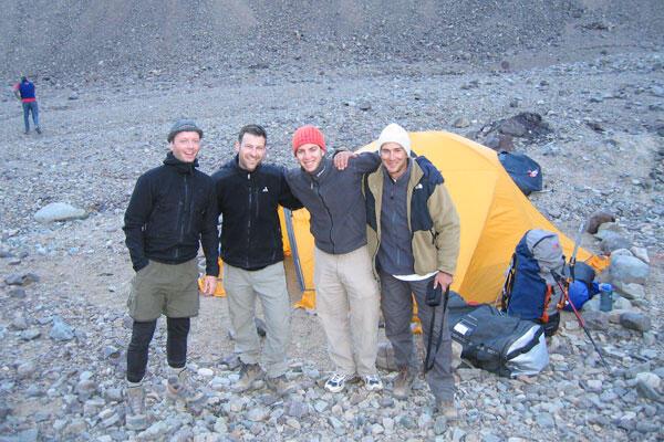 ناصر بن عبد الجليل عندما تسلق جبل الأكونغوا (6959 م) الأعلى في أمريكا الجنوبية، في 2005