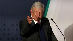 El presidente electo Andrés Manuel López Obrador habla sobre su plan de seguridad a los medios de comunicación, antes de asumir el cargo el 1 de diciembre en Ciudad de México, el 14 de noviembre de 2018.