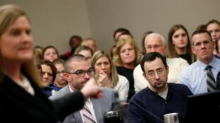 La fiscal general auxiliar de Michigan, Angela Povilaitis, habla durante la sentencia al médico Larry Nassar, en el Tribunal de Circuito del Condado de Ingham, el 24 de enero de 2018, en Lansing, Michigan.