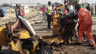 Des secouristes sur les lieux d'une des deux attaques kamikazes de Bakassi, au Nigeria, le 29 octobre 2016.