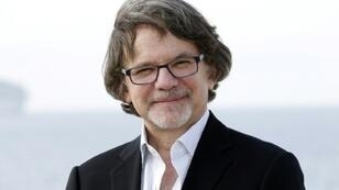 """US writer and producer Frank Spotnitz poses for a photocall for a TV serie """"Masters of Florence"""" during the MIPTV, on April 4, 2016 on the French riviera city of Cannes."""