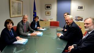 Cette photo prise lundi 17 juillet illustre le début du round de négociation entre Bruxelles et Londres.