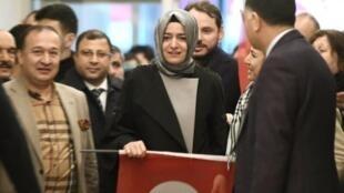 وزيرة الأسرة التركية فاطمة بتول سايان كايا لدى وصولها إلى مطار أتاتورك في إسطنبول في 12 آذار/مارس 2017