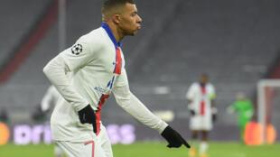 La joie de l'attaquant du Paris Saint-Germain, Kylian Mbappé, après avoir marqué le 3e but face au Bayern Munich, lors du quart de finale aller de la Ligue des Champions, le 7 avril 2021 à Munich