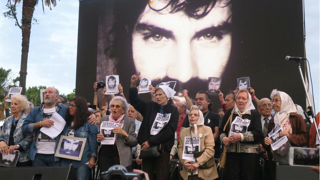 Familia de Santiago Maldonado pide esclarecer las causas de su muerte.