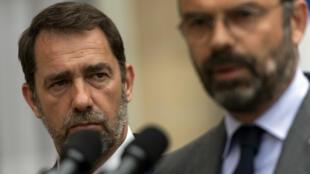 Le ministre de l'Intérieur, Christophe Castaner et le Premier ministre, Édouard Philippe lors d'une allocution donnée par ce dernier après que le corps de Steve a été identifié, le 30 juillet 2019.