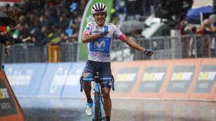 El ciclista ecuatoriano Richard Carapaz cruza la meta en la octava etapa del Giro de Italia. 12/5/18