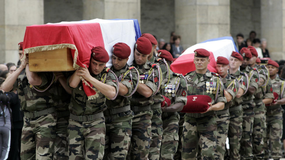 تكريم عسكري لـ 10 جنود فرنسيين قتلوا في أفغانستان عام 2008