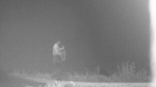 Momento en el que encuentran y rescatan a Ángel, un niño de tres años, en un campo de maíz en Texas.