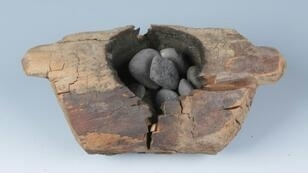 Researchers discovered ten wooden braziers (or burners) containing stones with obvious burning traces from eight exhumed tombs at the site