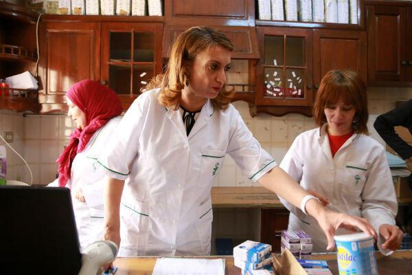Souad Abderrahim dans la pharmacie qu'elle dirige, le 9 mai 2018.