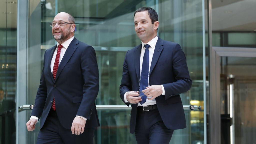 Benoît Hamon (à droite) a reçu le soutien Martin Schulz au terme d'une visite au siège du Parti social-démocrate d'Allemagne (SPD), à Berlin.