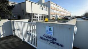 L'entrée du collège Albert Camus à La Rochelle, le 15 février 2013