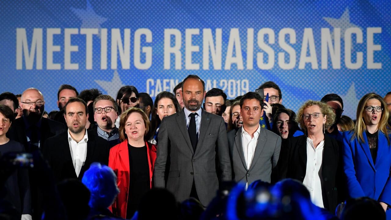 Nathalie Loiseau, tête de liste du parti La République en Marche, entourée de plusieurs ministres dont le Premier ministre Édouard Philippe, lors d'un meeting à Caen, le 6 mai 2019.