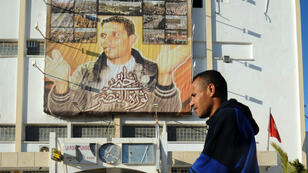 Le portrait de Mohamed Bouazizi affiché à Sidi Bouzid (photographie prise en 2013).