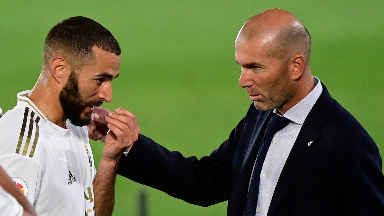 L'attaquant Karim Benzema et son entraîneur Zinedine Zidane ont été salué par la presse espagnole au lendemain du sacre du Real Madrid.