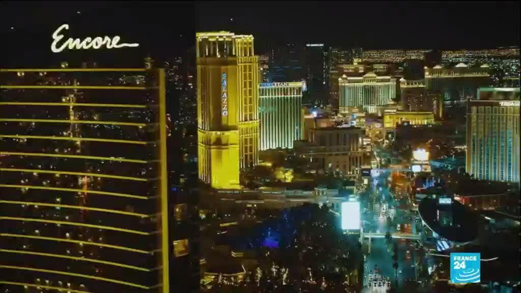 2020-12-22 12:13 Las Vegas gambles on drive-thru Santas for a socially distant Christmas