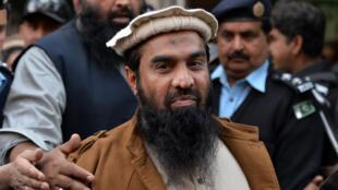 Zakiur Rehman Lakhvi quitte la cour de justice à Islamabad, en janvier 2015