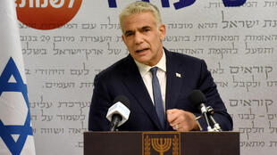 El líder de la oposición israelí, Yair Lapid, habla en una conferencia de prensa en Jerusalén, el 31 de mayo de 2021.