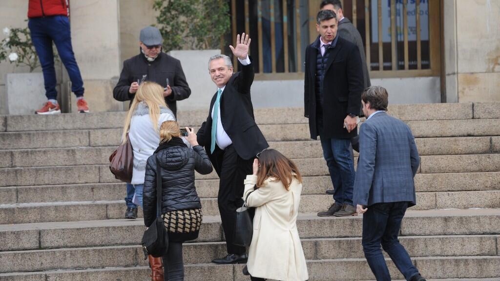 El candidato a la presidencia argentina, Alberto Fernández, entra a declarar como testigo de un juzgado a Buenos Aires por el caso del acuerdo que el Gobierno de su compañera de coalición, Cristina Fernández, firmó con Irán en 2013.