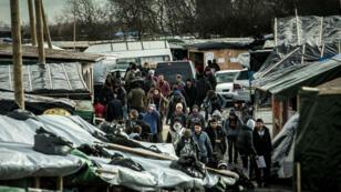"""Un millier de migrants sont concernés par cette expulsion de la partie sud de la """"jungle"""", selon l'État."""