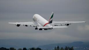 Un A380 d'Emirates après son décollage de l'aéroport de Manchester au Royaume-Uni, le 4 septembre 2018.